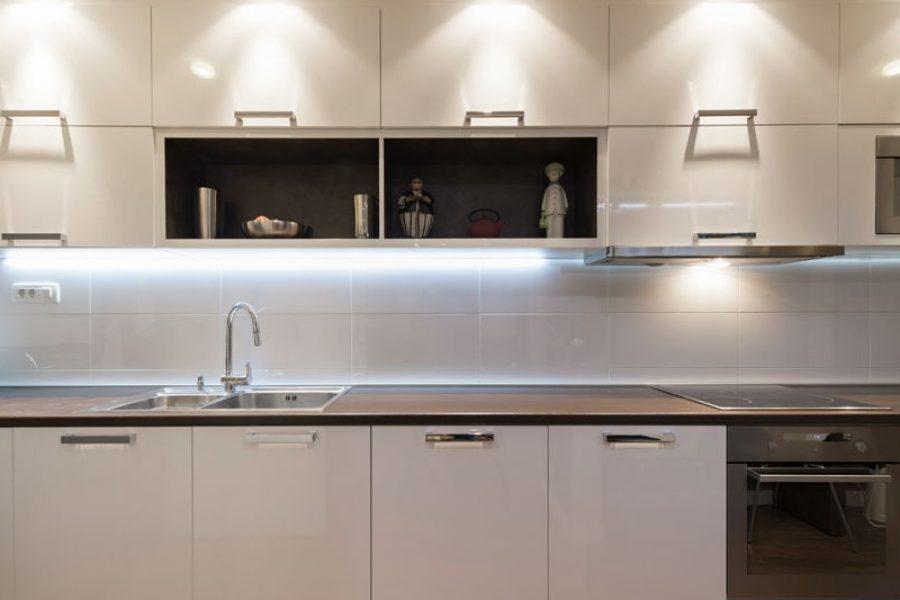Attraktiva Köksbelysning - Rätt ljussättning lyfter ditt kök | dinbyggare.se SB-46