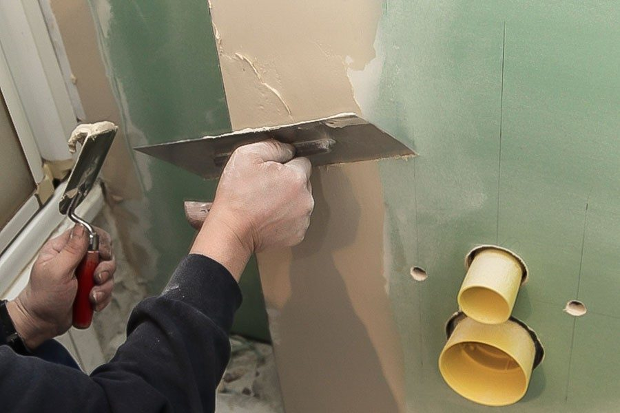 spackla betongvägg inomhus
