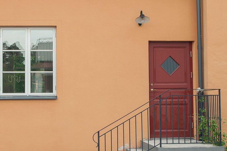 Olja eller måla om en ytterdörr - Så gör du  1eefe02affe3d